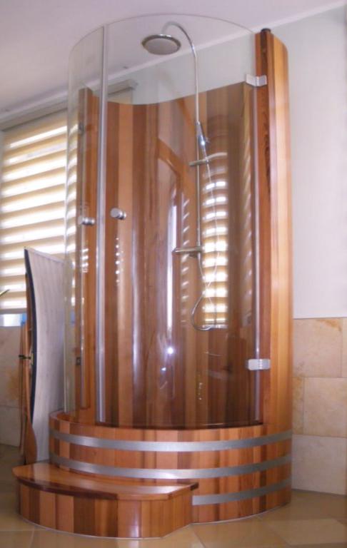 Duschkabine Einstiegsstufe, Holzdusche, Holzduschkabine, Duschkabine