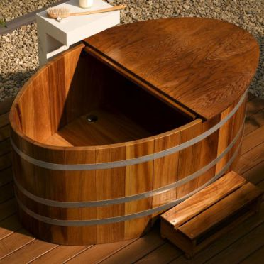Outdoor-Badewanne, Outdoor-Holzbadewanne, Gartenwanne, Gartenbadewanne, Garten-Badewanne, draußen, Garten, Terrasse, Holzbadewanne