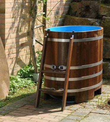 schwimmbadblau, schwimmbadblaue Hygieneversiegelung, Gartenbottich, draußen, außen, Bottich, Saunabottich, Tauchbottich
