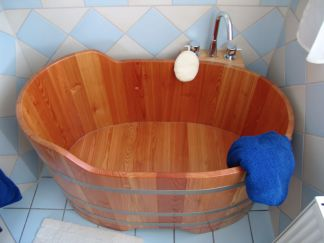 Holzwanne, Badewanne, Holzzuber, Badezuber, Badefass, Badetonne, wooden bathtub, Holz, Massivholz, wood, Holzbad