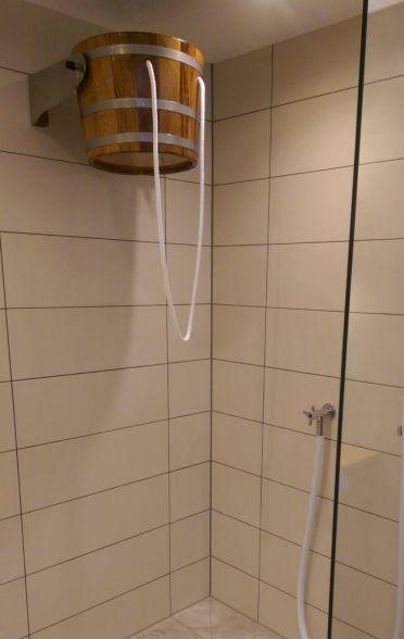 Wandmontage Eimer-Schwalldusche, Showerbucket, Shower-bucket, waterfall bucket, bucketshower
