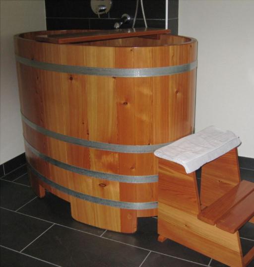 Saunatauchbottich, Saunatauchbecken, Tauchbottich, Tauchbecken, Dompelton, saunatub, sauna-tub, sauna tub, Tauchfass, Saunazuber, Sauna-Zuber, Sauna-Fass, Saunafass