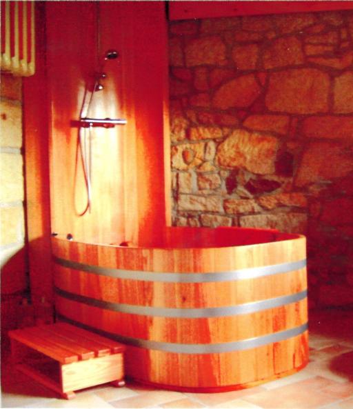 Kombination Baden und Duschen, Holzbadewanne, Holzdusche, Holzduschkabine