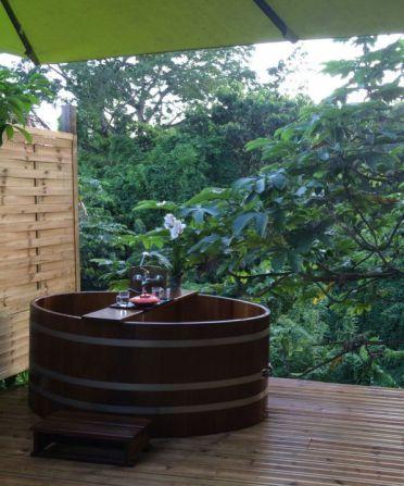 Dschungel Lodge, Holzbadewanne, Dschungelcamp, Gartenbad, Gartenwanne