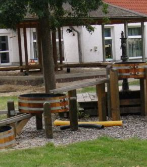 Matschanlage, Matsch-Anlage, Wasserspiel, Wasserspiel-Anlage, Wasserspielanlage, Kinder, Kindergarten, Holzwannen